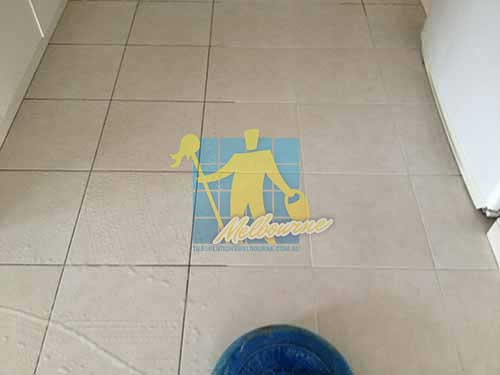 white ceramic tile_grout_cleaning_before_after